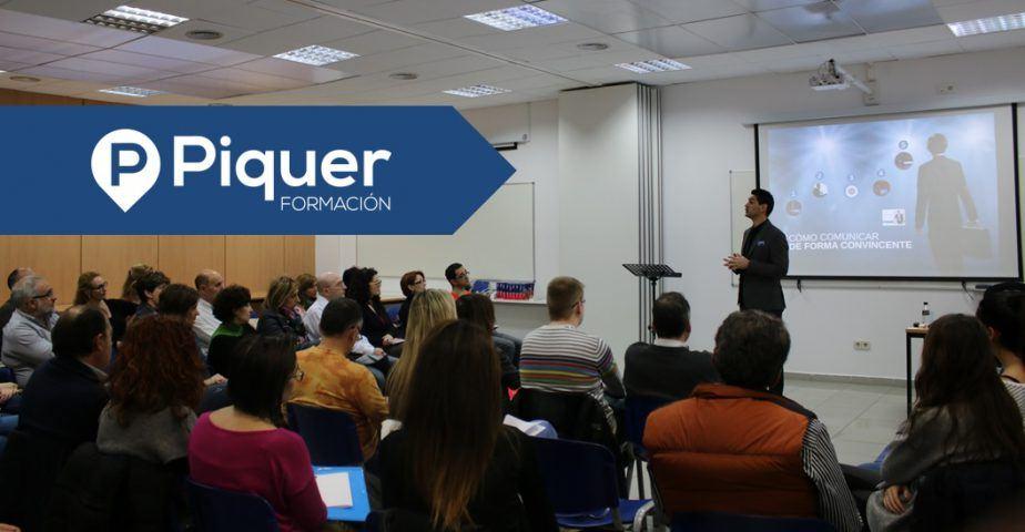 """Sebastián Darpa impartiendo la conferencia: """"Claves para hablar en público de forma convincente"""""""